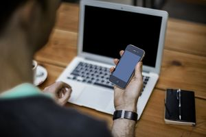 Номофобия - зависимость от телефона и интернета, боязнь остаться без мобильного компьютера